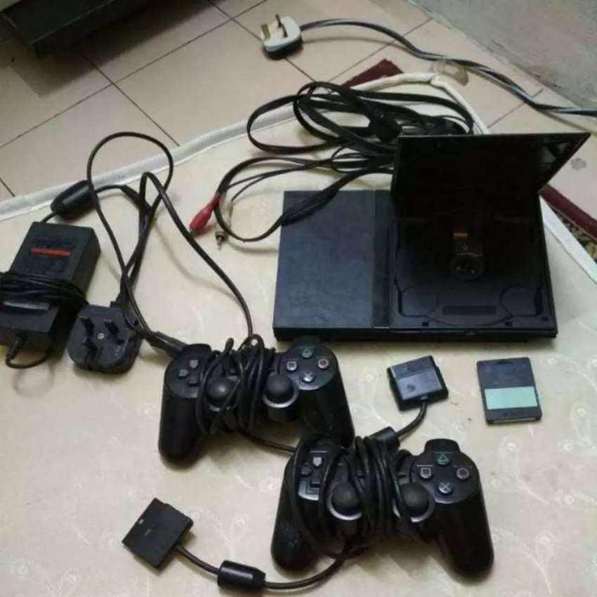 Ps2 CHIPPED AND 20 GAMES INSTALLED 0