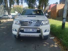 TOYOTA HILUX WITH AN ENGINE 3,0