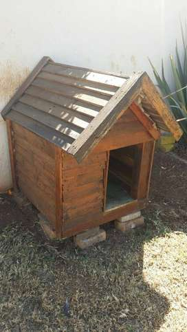 Dog kennel\house wood