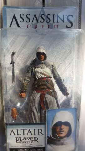 5 Assassins creed figure collection.