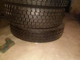 Used truck tyres 315/80R22.5 and New retreads