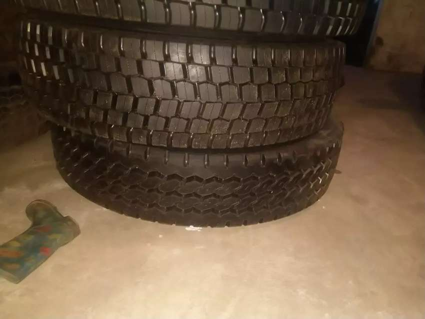 Used truck tyres 315/80R22.5 and New retreads 0