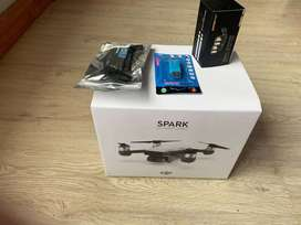 DJI SPARK FLY MORE COMBO +  Signal Booster, Card reader, Phone Bracket