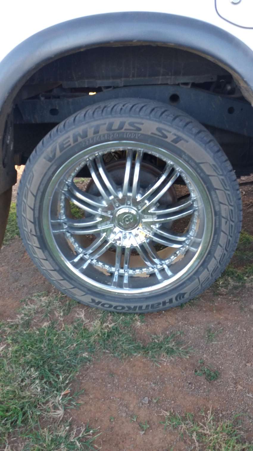 """20"""" chrome mags with 275/45/20 tyre's 0"""