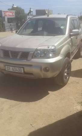 Selling my nissan xrail suv for 75000