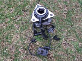2018 TOYOTA YARIS RIGHT FRONT WHEEL BEARING HUB WITH SENSOR FOR SALE