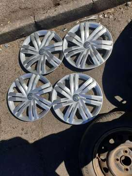 Selling this second hand original original wheel covers for VW