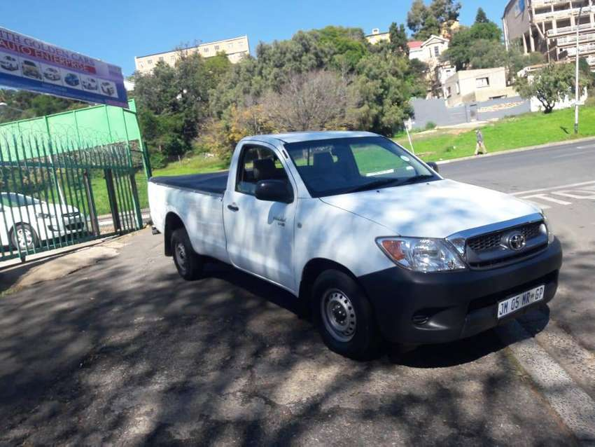 2011 model Toyota Hilux 2.5 D-4D single cab 0