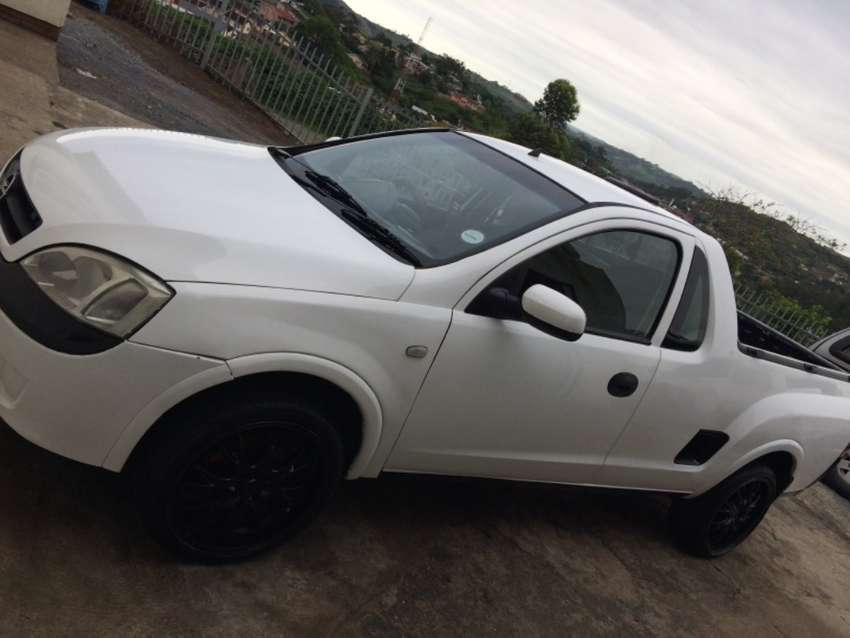 """Bluetooth MP3 player, C8 & C9 lights,Branches,""""17"""" Mags,New tyres 0"""