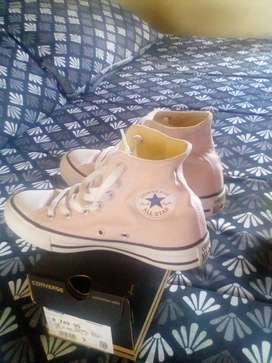 Selling light pink all star, size 3
