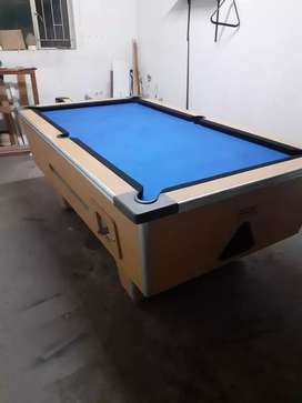 R2 coin Pool Table For Sale