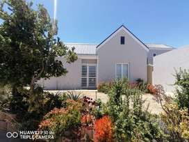 Neat and tidy 2 bedroom house in retirement village in Malmesbury!