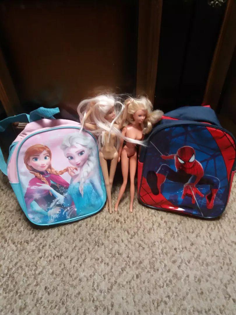 Barbike i dva ruksaka 0