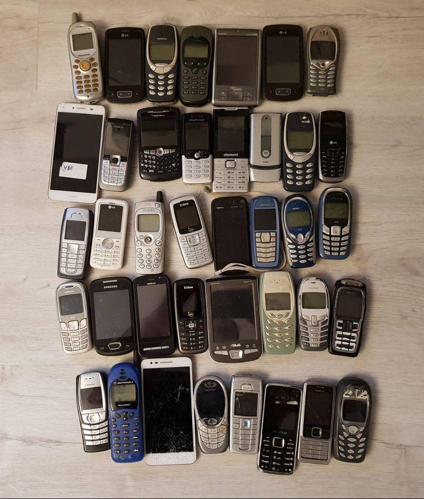 39 kousků telefonů. Funkční i nefunkční! Cena komplet za vše! 0