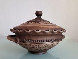 Глиняная миска с крышкой