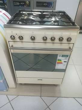 Smeg 4 burner Gas/electric freestanding stove