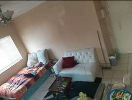 Single Room too let you share shower and toilet with 2people R1900