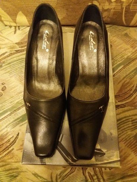Туфлі 39 р.чорні шкіряні з темно- сірими вставками ТМЛідер Львов - изображение 2