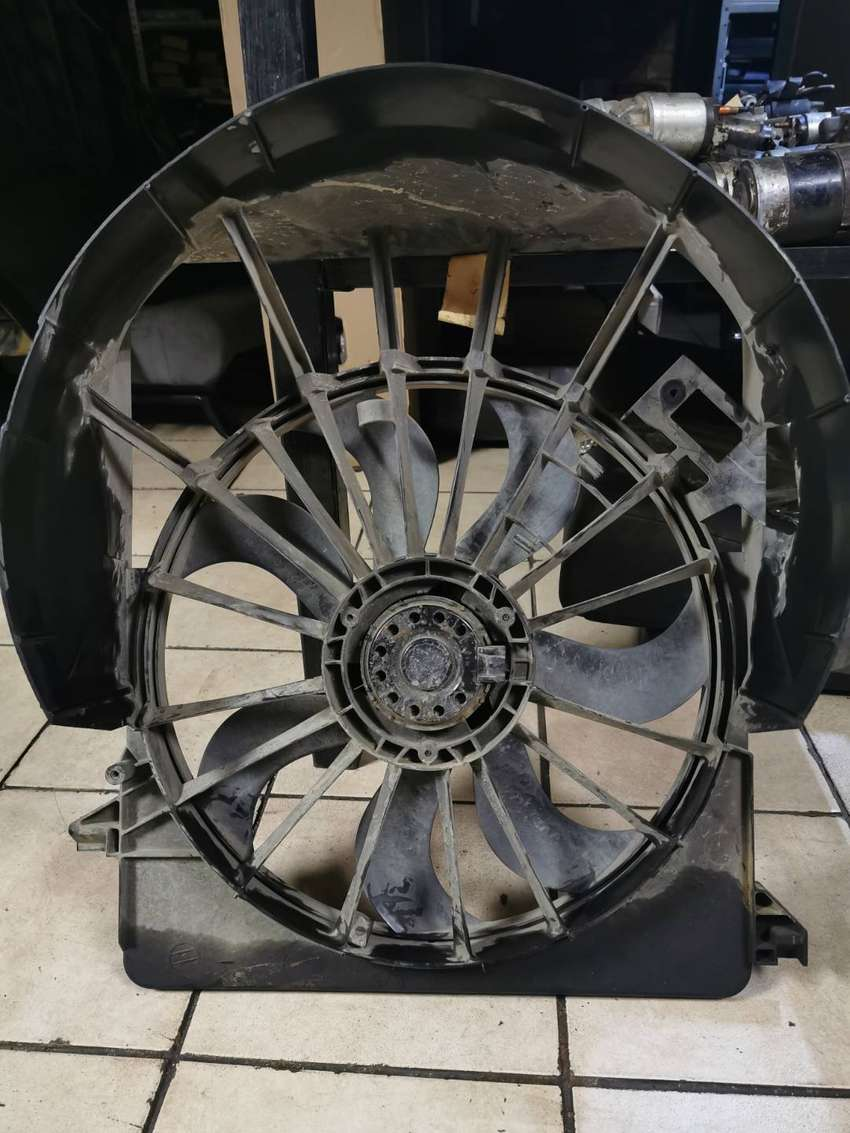 JEEP GRAND CHEROKEE 2.7 WJ USED REPLACEMENT RADIATOR FANS - USA SPARES 0