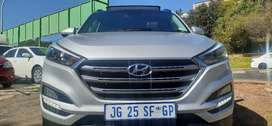 HYUNDAI TUCSON WITH SERVICE BOOK, SPARE KEYS AND SUN ROOF 2.0DCI