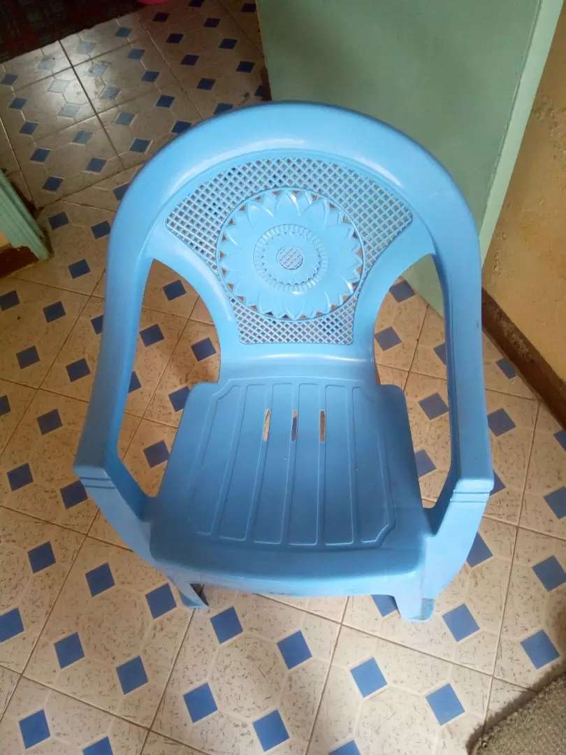 Plastic chair 0