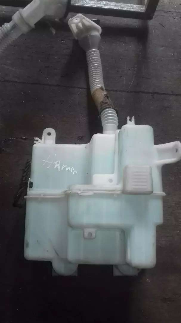 Toyota harrier washer bottle 0