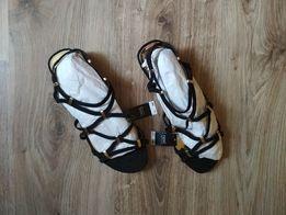 Продам нові чорні жіночі сандалі (41 розмір) - 100 грн.