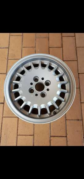1x 14 inch BMW mag wheel (only the mag, no tyre included)