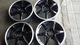 VERY CLEN SET OF RIMS FOR SALE