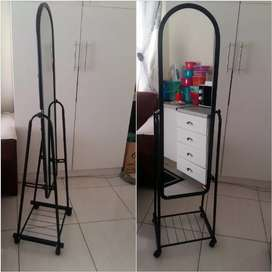 Stand alone mirror on wheels
