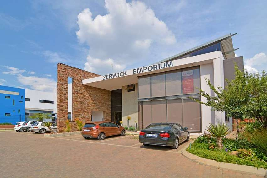 •150m2 AAA grade offices to let in Glen Marais at R135.00 p/m2 0