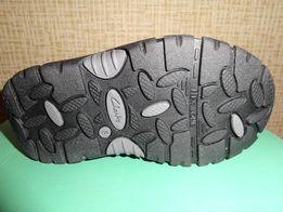 Продам детские зимние ботинки Clarcs р. 25,5