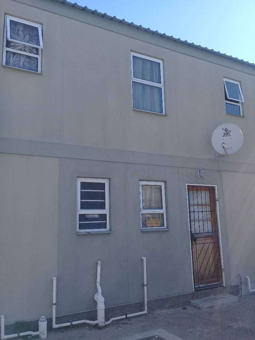 2 BED ROOMED HOUSE FOR SALE IN LEIDEN,SYMPHONY WAY 0