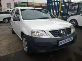 2013 Nissan NP 200 with canopy