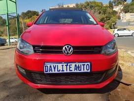2015 Polo 1.4 Comfortline with Sunroof and leather interior