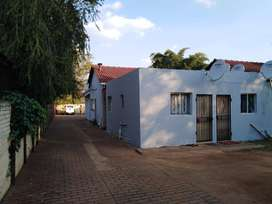 Specious bachelor flat with shower and Toilet at Olifansfontein clayvi