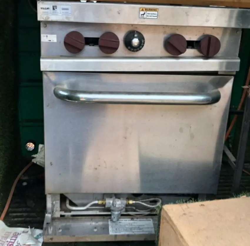 Gas stove and oven 0