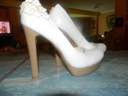 Срочно! Туфли белые выпускные свадьба женские 40 р-р