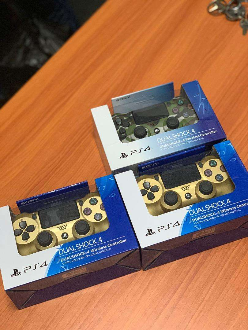 PS4 PRO CONTROLLERS/PAD 0