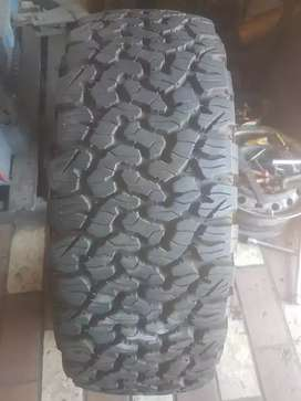 275/70/16 BF Goodrich ko2 tyre for sell