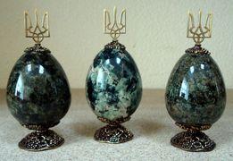 Сувенирное яйцо (камень, гранит), с литьем