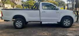TOYOTA HILUX 2.7 VVTI IN EXCELLENT CONDITION, PRICE NEGOTIABLE