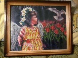 Ангелочек в цветах картина из бисера
