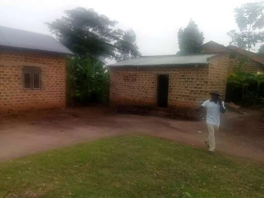 2 acers for sale in matuga Semuto road kiwebwa with house of 2bedrooms 0