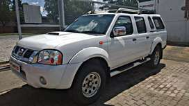 Nissan Np300 hardbody double cab with canopy
