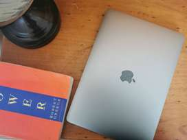 128GB Macbook Pro 2017 FOR SALE