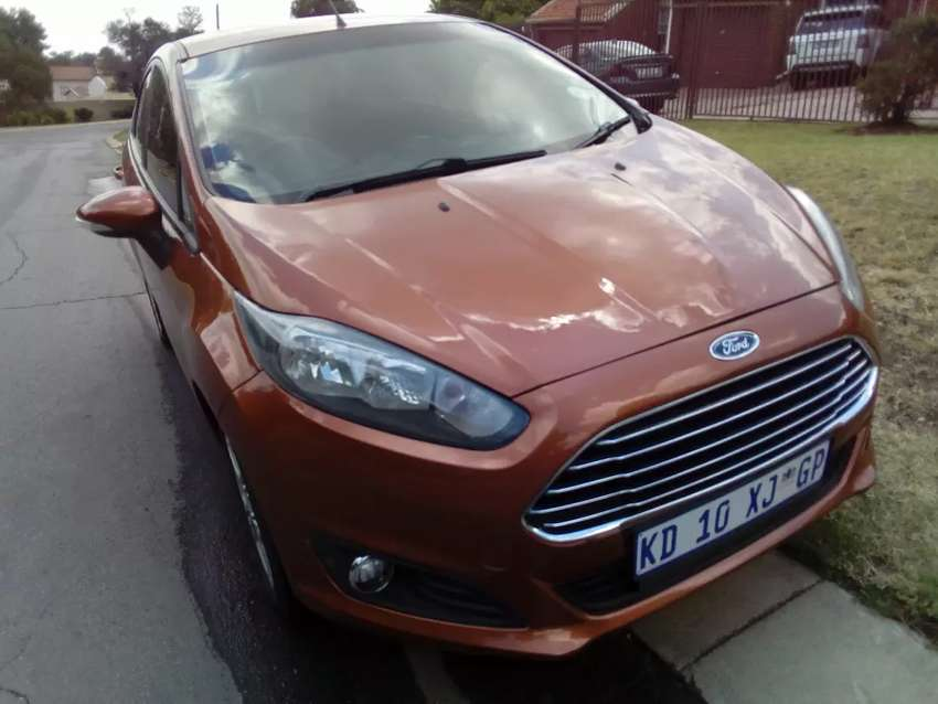 Am selling 2013 Ford feister R7500neg