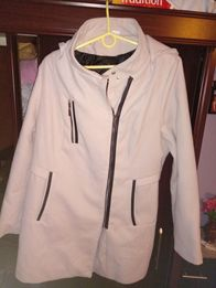 Płaszcz zimowy z kapturem 44