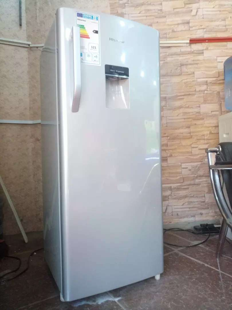 224 litres HISENSE refridge with a water dispenser and deep freezer 0