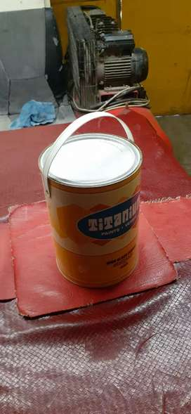 High quality gloss enamel paint.